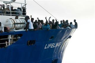 Migrants- un navire de l'ONG Lifeline saisi par l'Italie