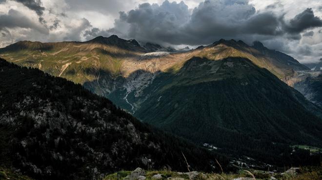Il fait l'ascension du Mont Blanc avec un rameur sur le dos et l'abandonne au sommet: le maire dénonce ce genre d'