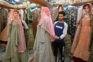 Au Cachemire indien, les mariages fastueux à la diète forcée