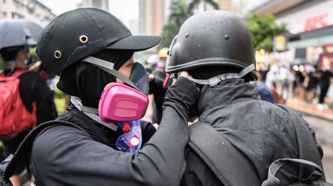 Drôle d'endroit pour une idylle: Abby et Nick tissent leur histoire d'amour née dans les manifestations à Hong Kong