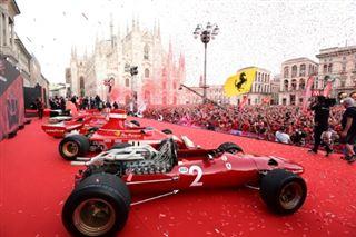 F1- A Milan, la place du Dôme se pare de rouge pour fêter les 90 ans de Ferrari
