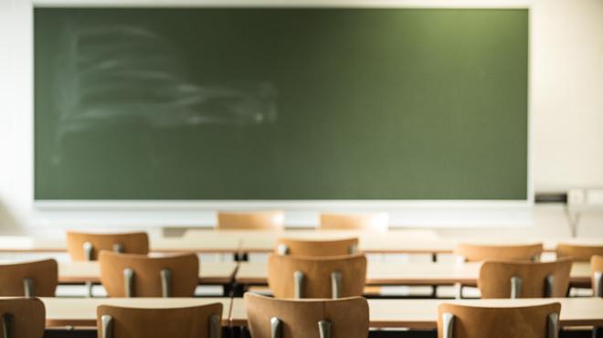 Une mère de famille se fait passer pour une prof d'espagnol dans un lycée français