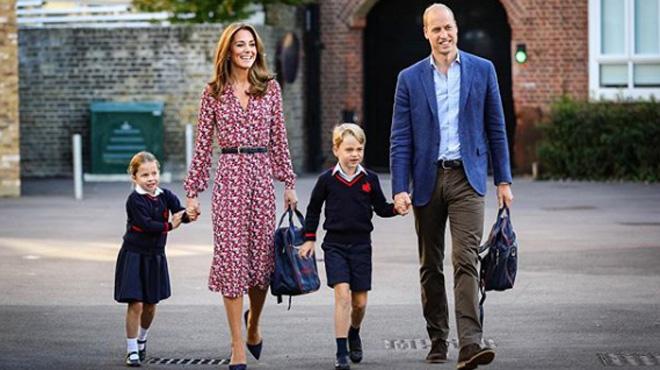 George et Charlotte ont fait leur rentrée ce matin, accompagnés de Kate et William