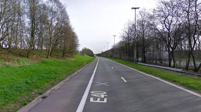L'autoroute E40 fermée près d'Eupen: un camion sur le flanc bloque les 3 bandes