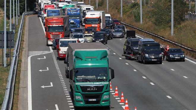 La curiosité après un accident de la route coûte UN MILLIARD d'euros par an: comment est-ce possible?