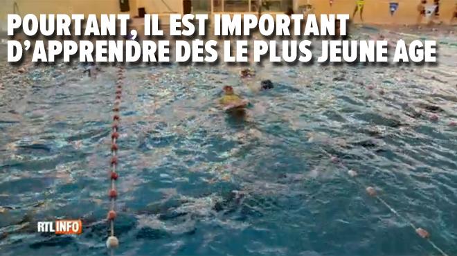 Dans plusieurs écoles, il n'y a pas de cours de natation: les parents n'ont pas le choix et paient des cours particuliers