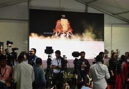 L'agence spatiale indienne dit avoir perdu le contact avec sa sonde qui doit alunir