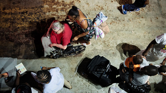 Les rescapés de l'ouragan Dorian commencent à être évacués, le bilan humain a grimpé à 43 morts