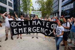 Une poignée de manifestants marchent pour la justice sociale et le climat à Bruxelles