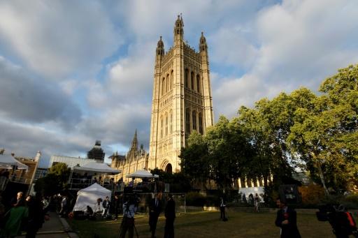 GB: le Parlement suspendu dès la fin des débats lundi soir
