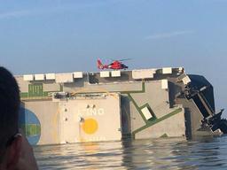 USA: Trois des quatre membres d'équipage d'un cargo sud-coréen secourus