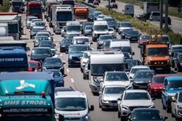 A l'orée du salon de Francfort, Greenpeace dénonce l'impact de l'automobile sur la planète