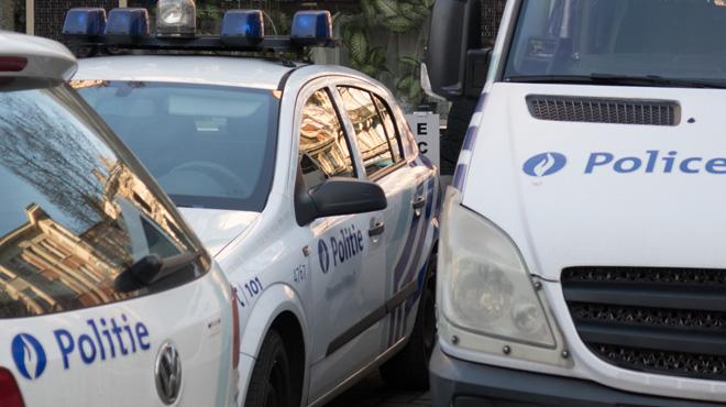 Incendie de voitures de police à Bruxelles: une suspecte a été arrêtée