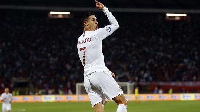 Qualifications Euro 2020: quadruplé pour Cristiano Ronaldo qui se rapproche d'un mythique record