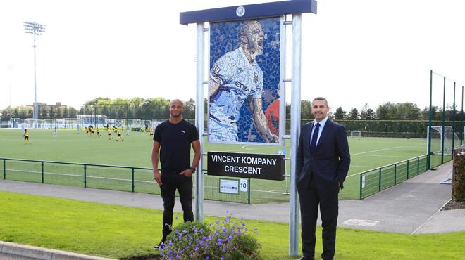 Un chemin avant une statue: Manchester City rend un vibrant hommage à Vincent Kompany (photo)
