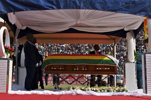 L'ex-président Mugabe sera finalement enterré au monument des
