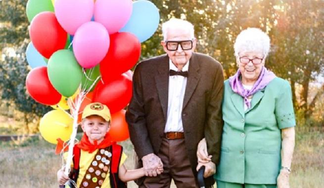 Pour son anniversaire, Elijah, 5 ans, recrée avec son arrière-grand-père des scènes du film