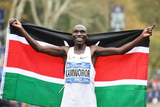 Le Kényan Geoffrey Kamworor bat le record du monde de semi-marathon à Copenhague
