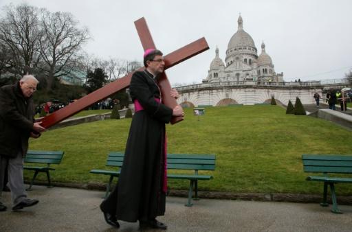 Bioéthique: l'épiscopat, très réservé sur le projet de loi, veut