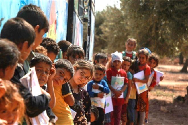 A Idleb, un bus en guise d'école pour les enfants déplacés