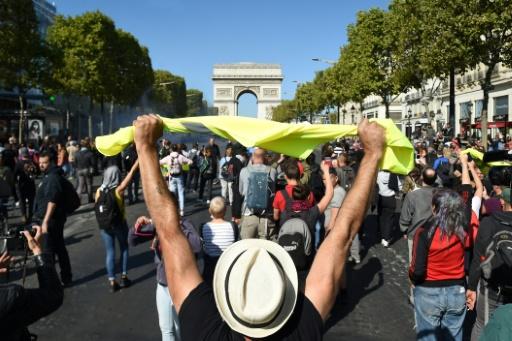 Manifestations à Paris: tensions sporadiques dans le quartier des Champs-Elysées