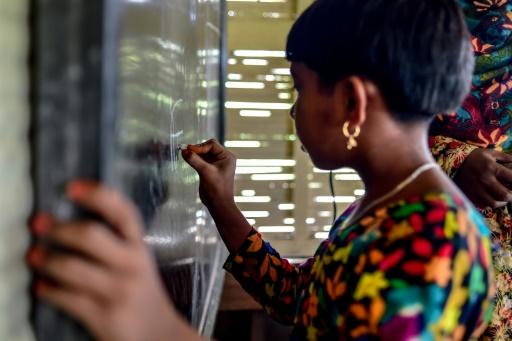 Bangladesh : des serviettes hygiéniques pour lutter contre l'absentéisme scolaire des filles