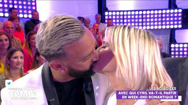 Cyril Hanouna et Kelly Vedovelli s'embrassent: moment gênant sur le plateau de TPMP