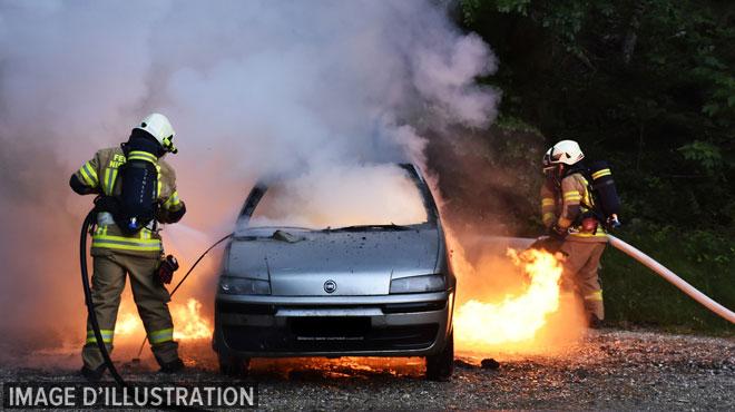 Plusieurs incendies de voitures à Braine-l'Alleud depuis le mois de juin: un adolescent de 16 ans a été arrêté