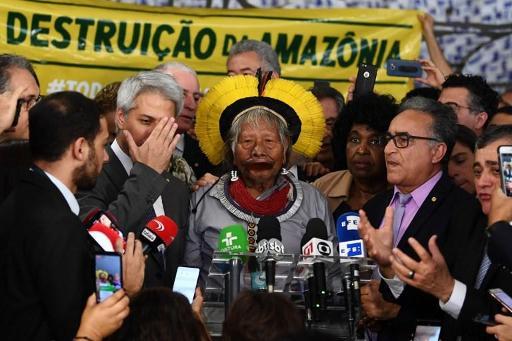 Brésil: Raoni répond aux attaques de Bolsonaro,