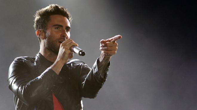 Les fans de Maroon 5 vont être SURPRIS: Adam Levine ne ressemble PLUS DU TOUT à ça