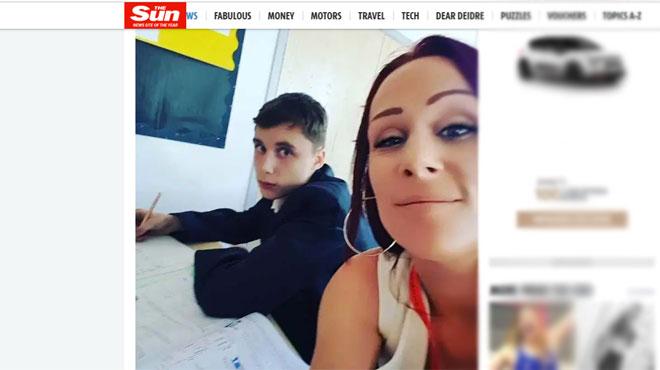 Son fils se comporte mal à l'école, elle débarque dans sa classe pour le surveiller