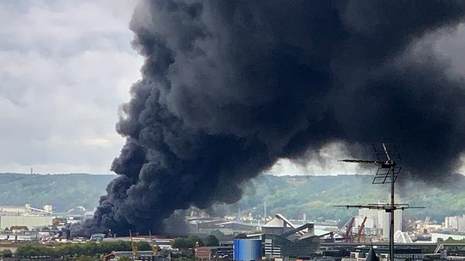 L'incendie de l'usine Seveso à Rouen aurait pris à