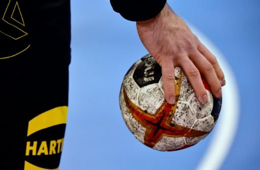 Hand: le PSG gagne à Nîmes et reste seul en tête