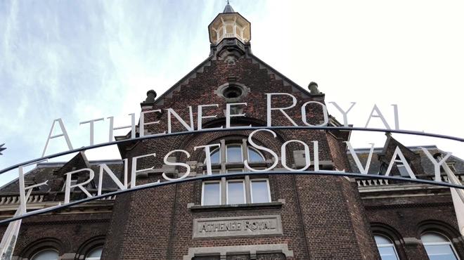 Des enseignants se sont croisés les bras ce matin à Charleroi: ils réclament leur salaire de septembre