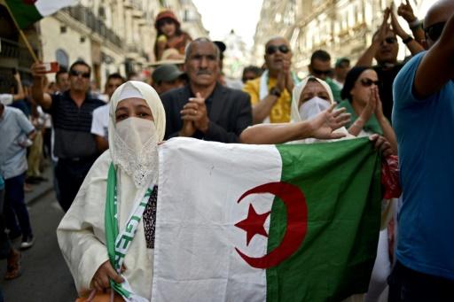 Manifestation massive à Alger contre la présidentielle voulue par l'armée