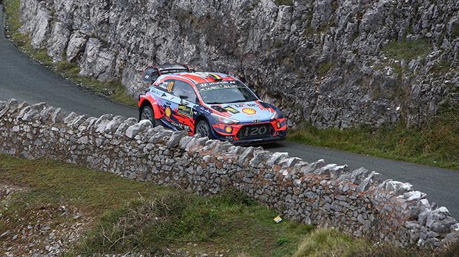 Rallye de Grande-Bretagne: Ott Tänak l'emporte et éloigne encore Thierry Neuville du titre
