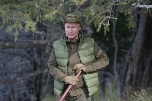 Pour son anniversaire, Poutine gambade dans la taïga