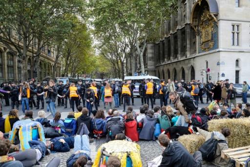 Extinction Rebellion: les militants s'apprêtent à passer la nuit au centre de Paris