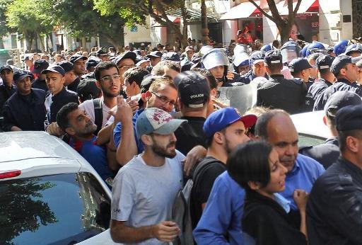 La police empêche la marche étudiante à Alger, une première depuis février