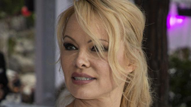 Pamela Anderson écrit à Vladimir Poutine: pour quelle raison ?