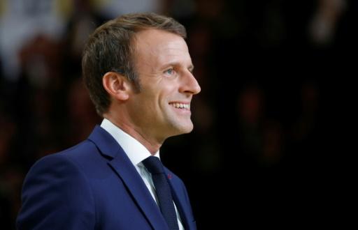 Macron promet aux entreprises de nouvelles baisses d'impôts