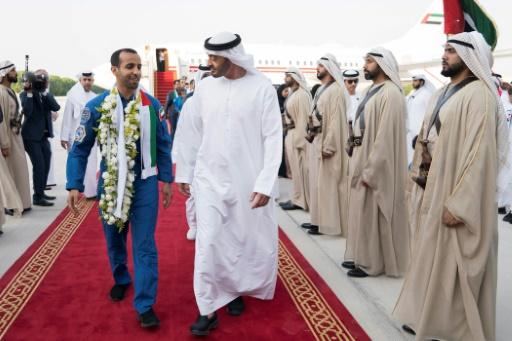 L'astronaute émirati Mansouri accueilli en héros à son retour au pays