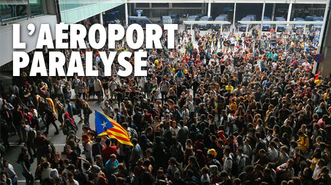 Indépendantistes condamnés en Catalogne: des milliers de militants prennent d'assaut l'aéroport de Barcelone