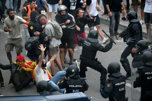 Espagne: charges policières contre des manifestants indépendantistes à l'aéroport de Barcelone (AFP)