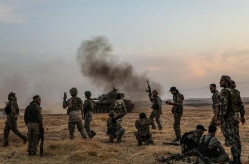 Les combattants kurdes de Syrie opposent une forte résistance à l'attaque turque dans une ville frontalière
