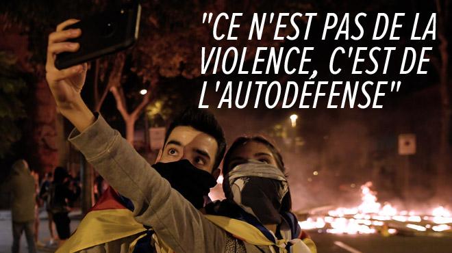 Troisième nuit de violences en Catalogne: barricades et voitures en feu, jets de cocktails molotov et d'acide