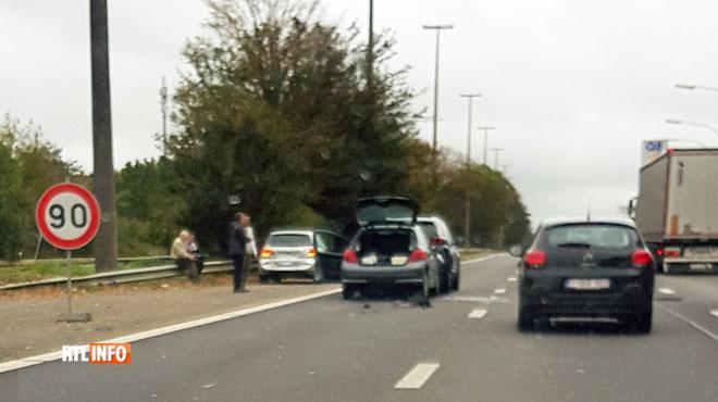 Des voitures se percutent sur la E19 à Thieu: la circulation rétablie après de longs embouteillages