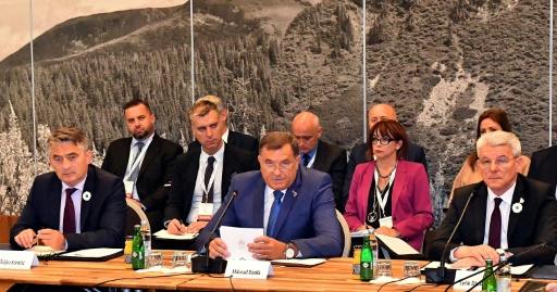 Bosnie: trois présidents, pas de gouvernement, bienvenue chez Ubu