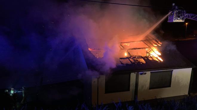 Une habitation en proie aux flammes à Aiseau-Presles cette nuit