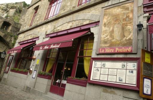 Mont-Saint-Michel: feu de cheminée au restaurant La Mère Poulard